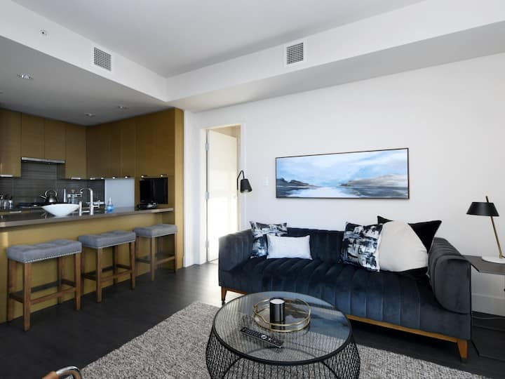 Luxurious Suite with Stunning Harbour Views