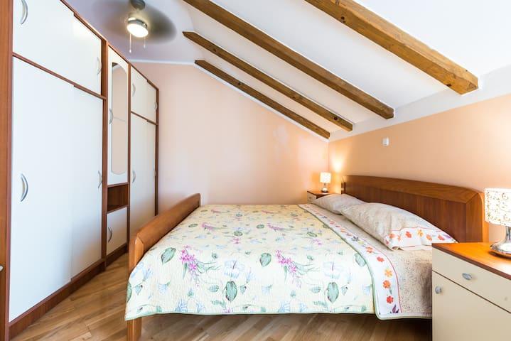 Top floor apartment - second double bedroom