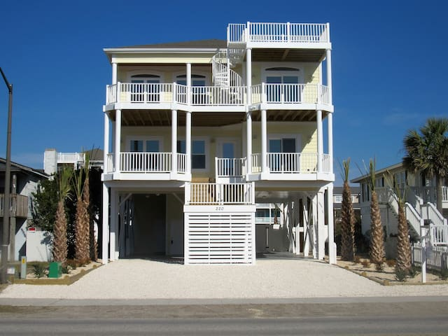 Mellow Yellow, a new Holden Beach property with an elevator, private pool and tiki bar and golf cart - Holden Beach - Haus