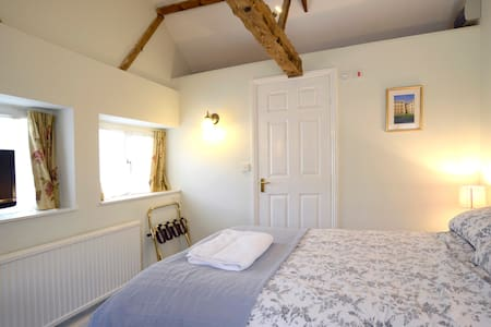 Cottage with 2 interleading rooms - Cambridgeshire - Wikt i opierunek