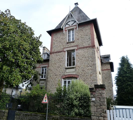 Dinan House GAUDEL bleu - Dinan - Bed & Breakfast