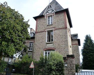 Dinan Pavillon Gaudel bleu - Dinan