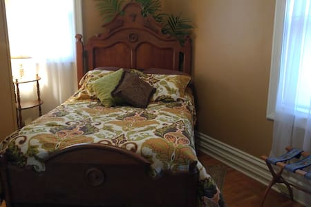 Quiet luxury: 2 room suite in historic Bloomington - Bloomington