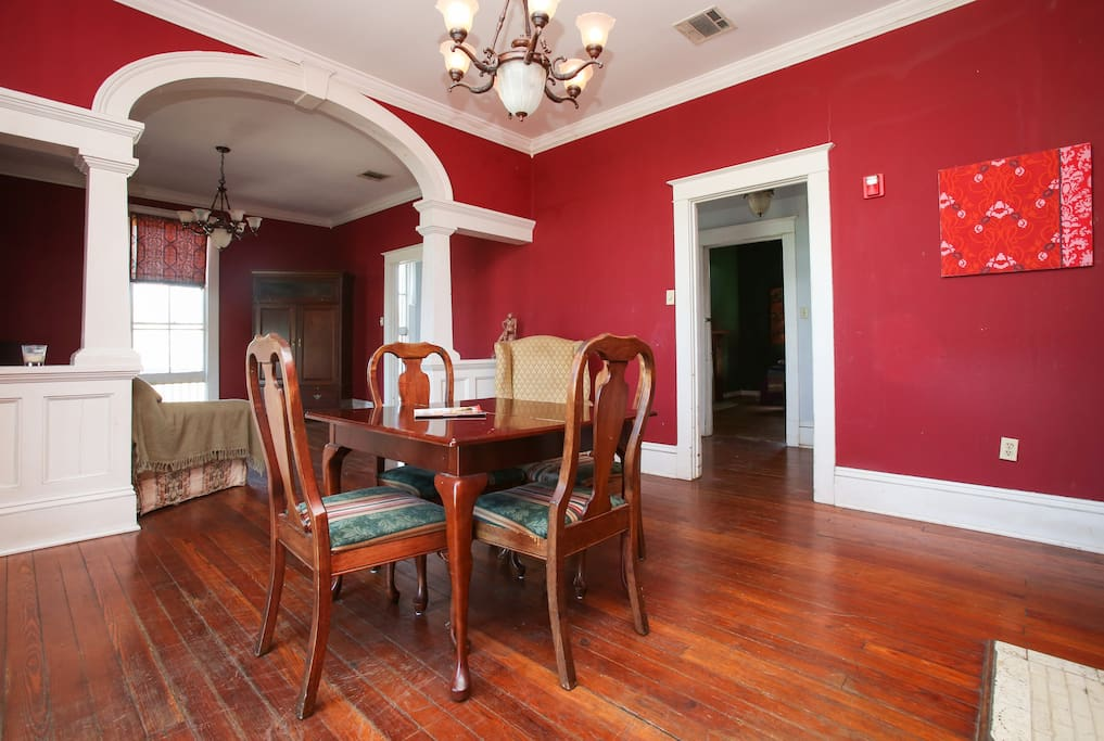 Cabaret Life Three Bedrooms W Wraparound Balcony Apartments For Rent In New Orleans