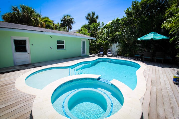 1 block to the beach! Adorable and inviting beach bungalow with 4 bedrooms, pool