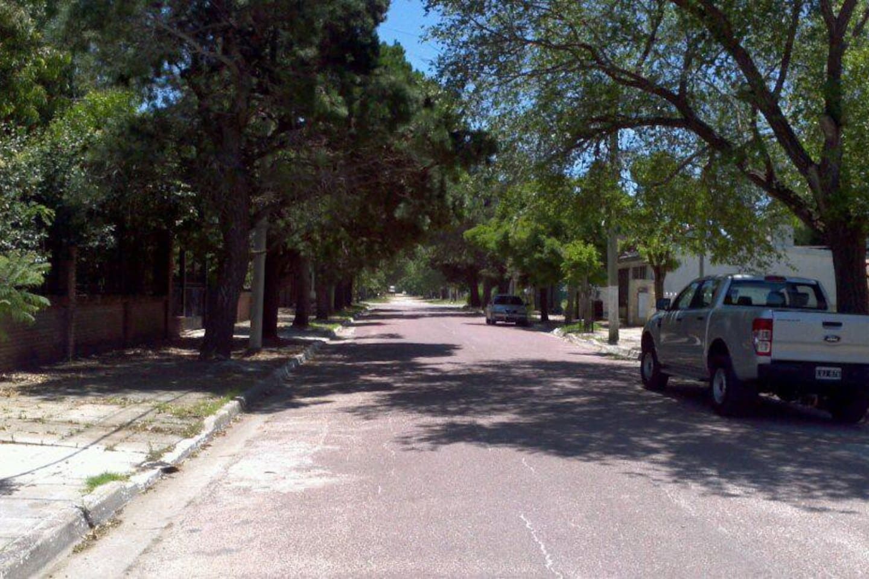 vista desde la vereda del departamento en el barrio residencial El Tala.