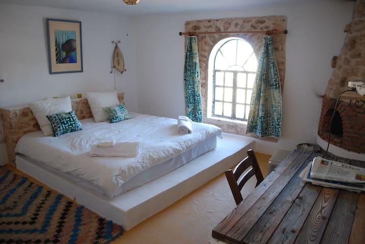 Chambre parentale de la suite AZUR de 90m2  (2 chambres, 2 salles de bain et un salon) pour 4, 5 pou 6 personnes
