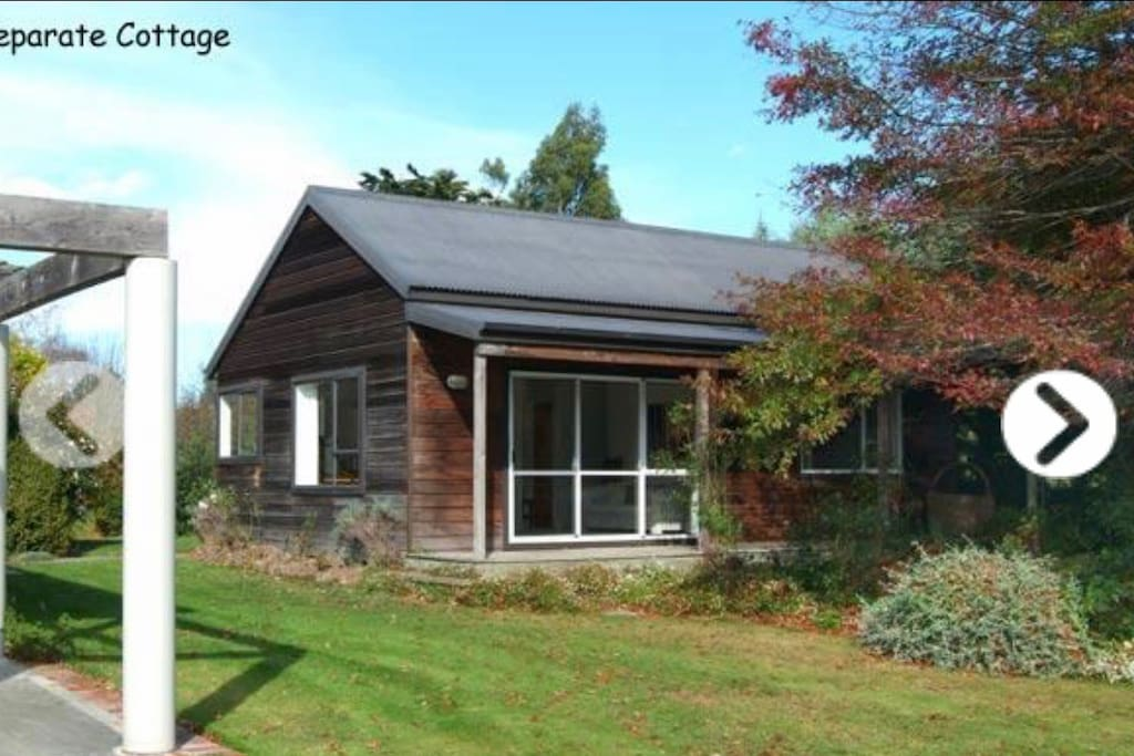 Self contained 1 bedroom cottage.