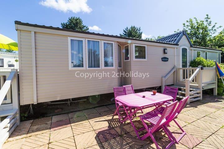Luxury 6 berth dog friendly caravan for hire near Great Yarmouth ref 10020B
