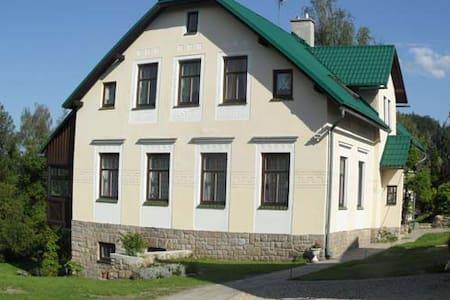 """Chez Jarmilka"", chambre ""Romantika"" - Držkov - Bed & Breakfast"
