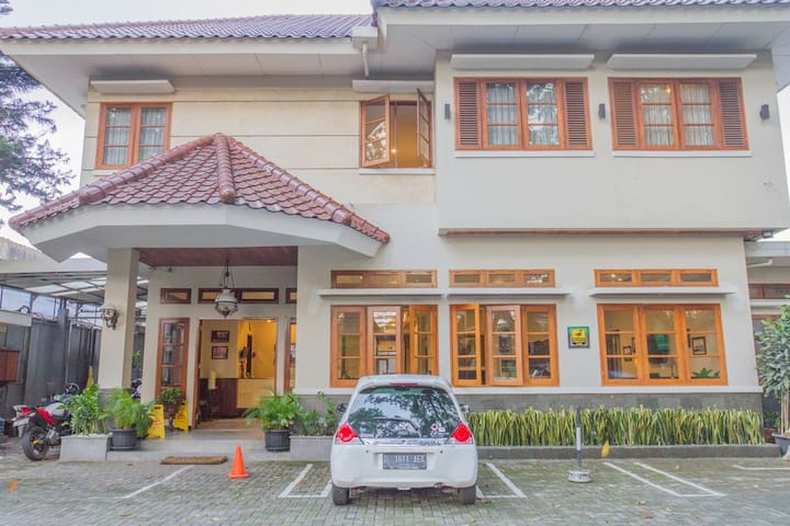 1 Double Bed Room near Simpang Dago Bandung