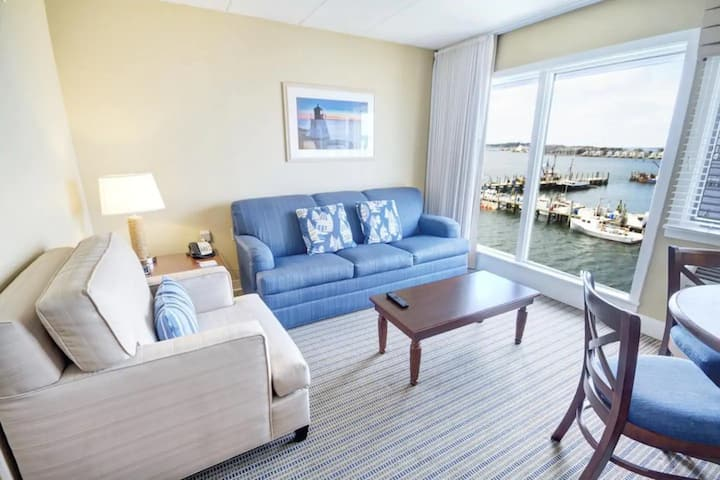 Grand Water Views in quaint Harborside condo!