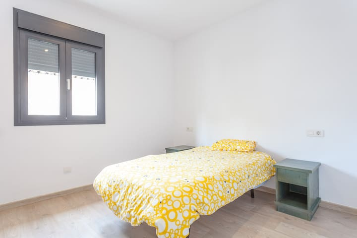 Quite and brightly single room. - Sa Pobla - Casa
