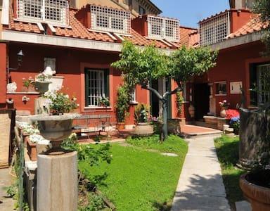 Le Muse- Casa Crespi villa borghese