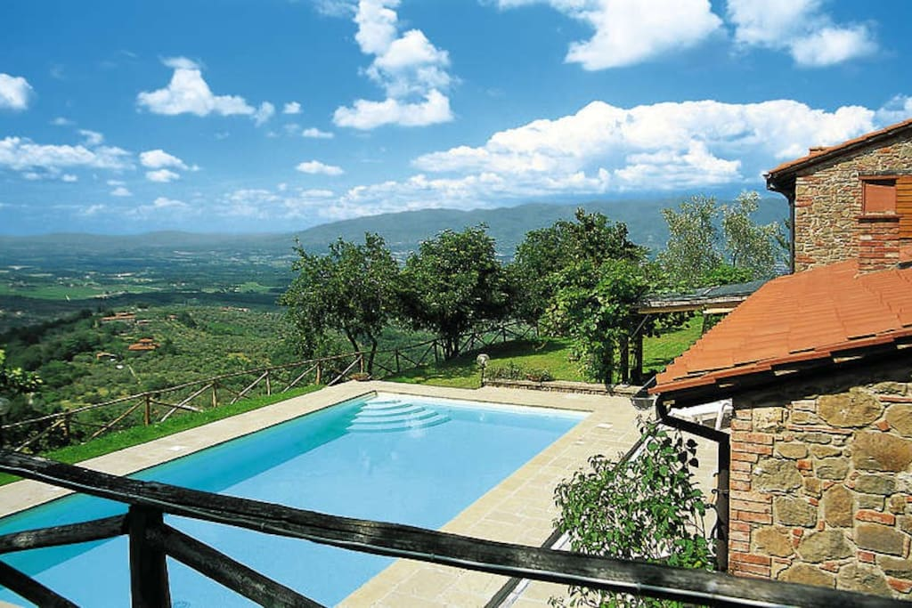 Casa vacanze con piscina ville in affitto a moncioni for Piani casa in stile artigiano 4 camere da letto