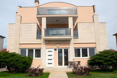 Apartment with 3 bedroom, terrace and garden