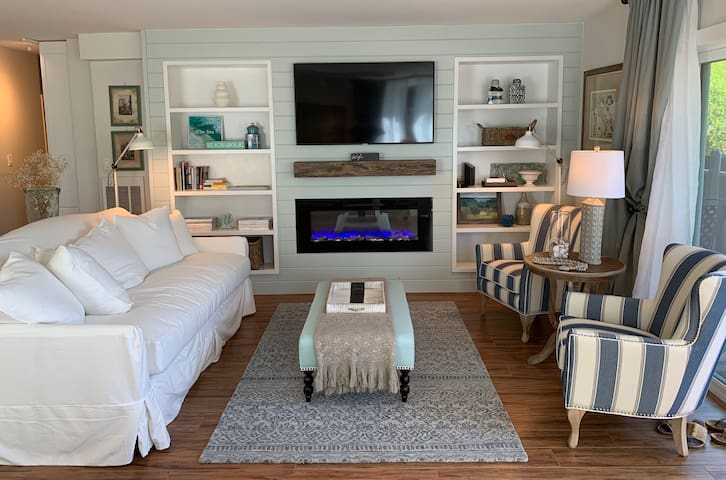 A Luxuriously Appointed and Quaint Beach Condo
