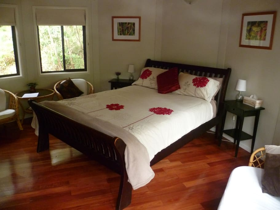 Queen size bed with doona and extra blanket.
