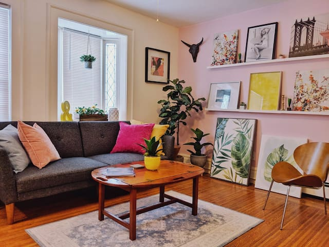Vibrant apartment in the heart of Elmwood Village