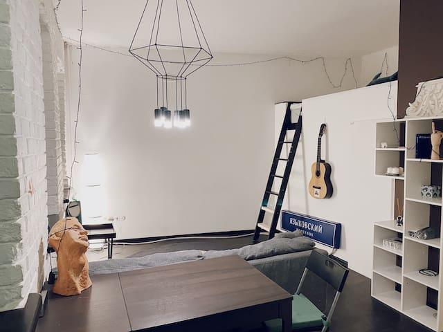 Светлые апартаменты с проектором на Таганской