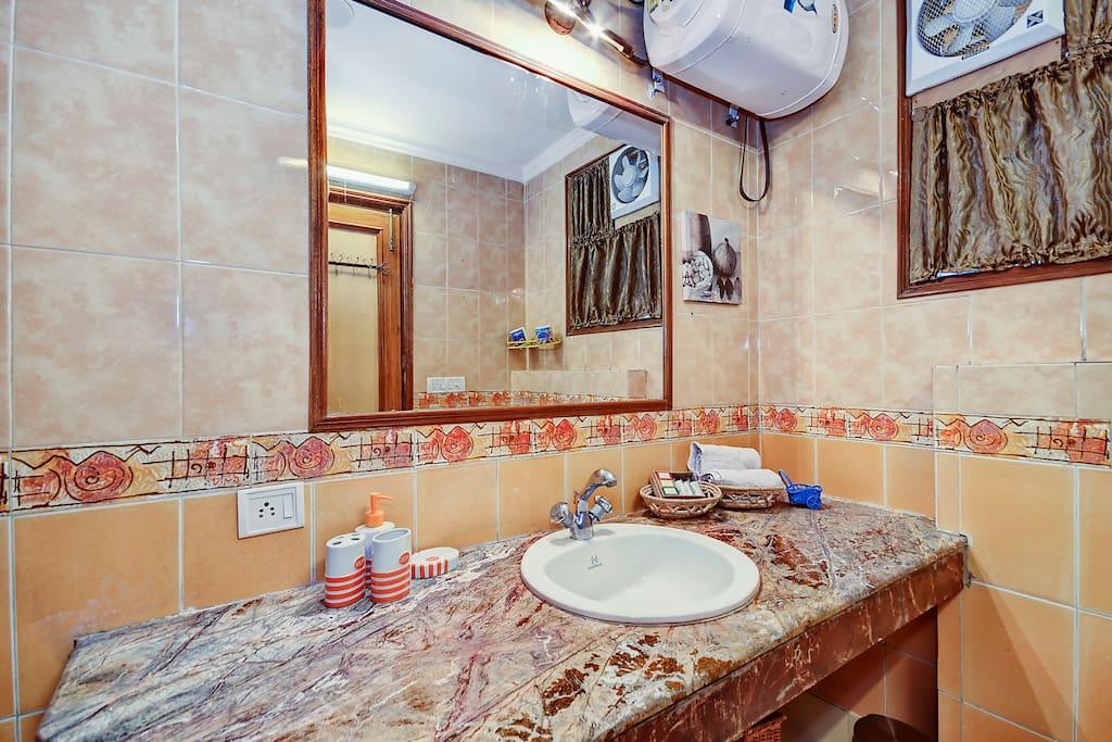 Bathroom - Walnut Room