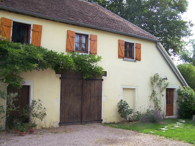 The yellow house - Givry - Aamiaismajoitus