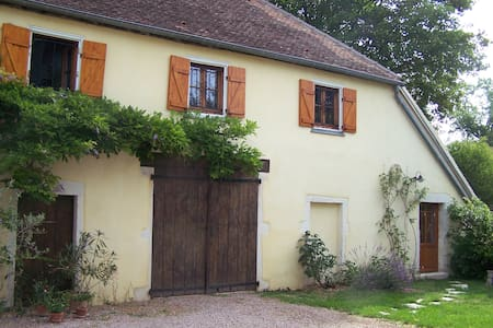 The yellow house - Givry