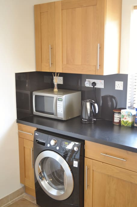 Kitchen offers microwave, large F/F, washer / dryer, kettle, toaster + much more