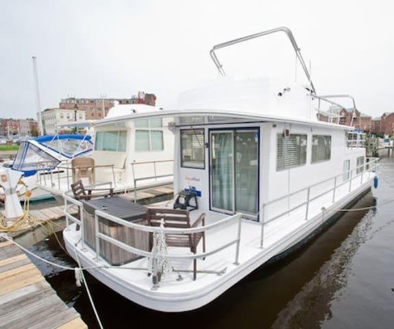 Houseboat Draco: Budget Friendly On Water Rental Near Inner Harbor! - Baltimore - Casa