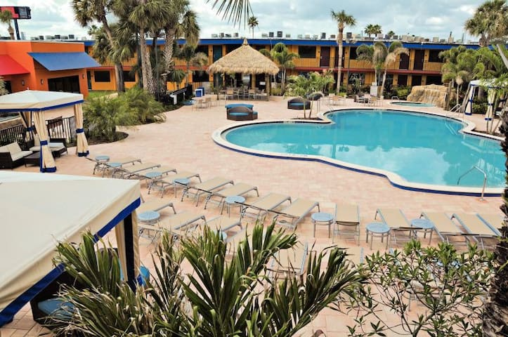 ON-SITE WATERPARK! 2 COMFY UNITS, GREAT DEAL!