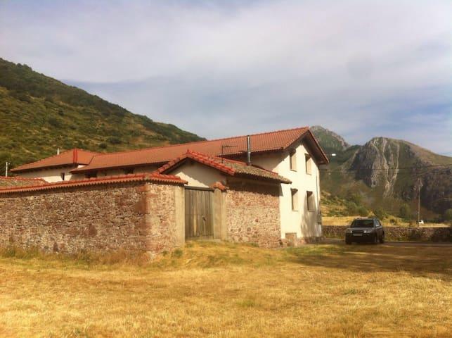Casita con encanto en las montañas - Villanueva de Pontedo