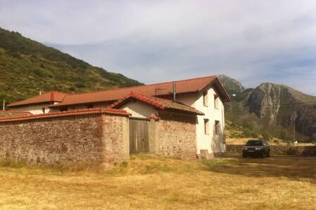 Casita con encanto en las montañas - Villanueva de Pontedo - House