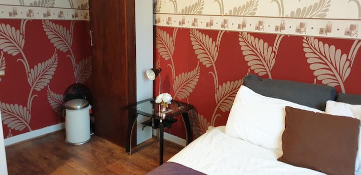 lovely   private double  bedroom at   kings Cross