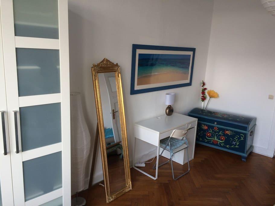 dein zimmer ab sofort frei altbau holzboden wohnungen zur miete in berlin berlin deutschland. Black Bedroom Furniture Sets. Home Design Ideas