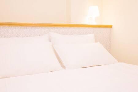 套房.獨立衛浴在房間內(免上階梯,出租車可到 ,步行2分鐘到老街)