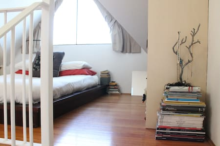 Gorgeous writer's loft in the heart of Newtown - Newtown - Leilighet