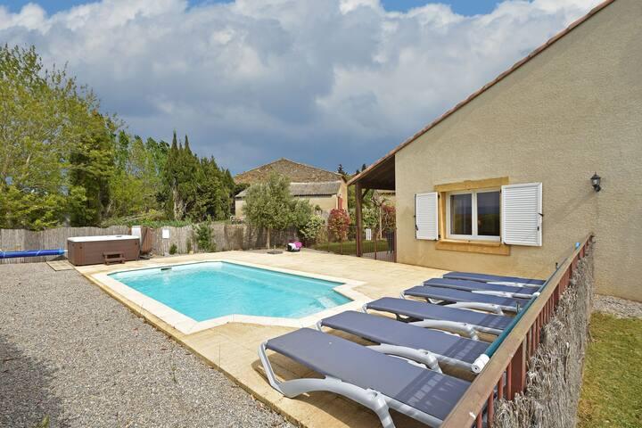 Comfy Villa in Montbrun-des-Corbieres with Garden