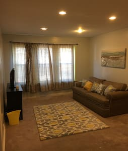 Conveniently Located 1 bedroom apartment! - Oak Park - Lejlighed