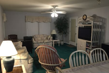 Large Condo with Fairway views and Great Rates! - Myrtle Beach - Departamento