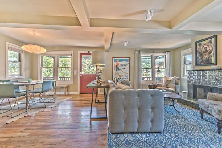 Ontario Overlook B Entry into Living Room, Dining Area and Kitchen with Beautiful Hardwood Floors Throughout Overlooking Old Town Park City