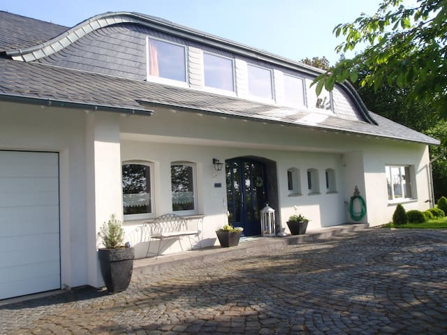Gästezimmer im Grünen - Pfalzfeld - Bed & Breakfast