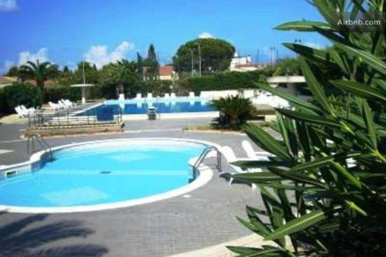 piscina per bambini e per adulti aperta  dal1° luglio al15 settemre