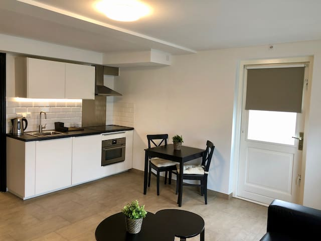 New renovated apartment 10 minutes from Amsterdam