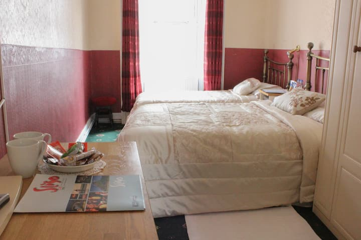 Room1Double & Single beds.3 x guest