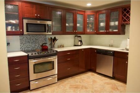 Exquisite Penthouse Condominium - Lyxvåning