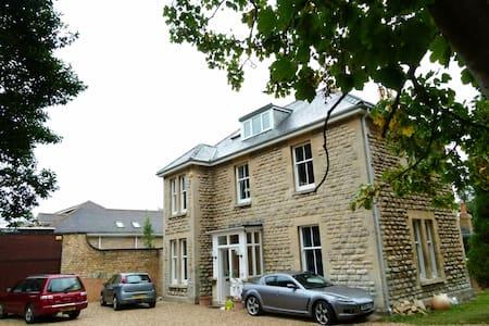 Noverton House Sycamore Room - Prestbury - Bed & Breakfast
