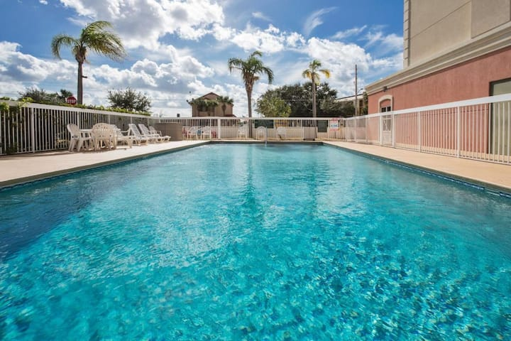 Close to Attractions! Cozy King Unit, Shuttle Pool