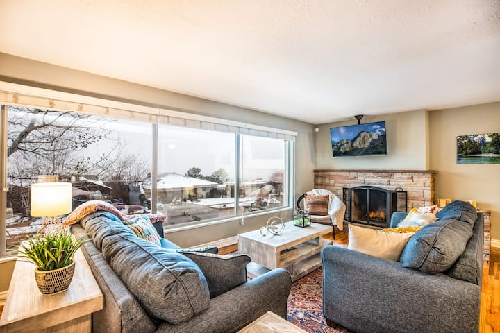 Sunset Views-Pool Table, Great Access to Mtns/City