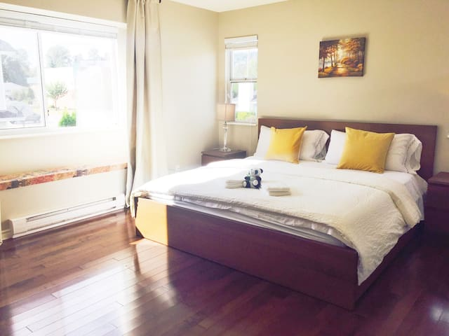 Sale! Spacious Master Room Suite! - Coquitlam - House