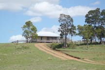 Jerakala Bed & Breakfast is a self contained house, situated on the Burnett Highway in the naturally beautiful North Burnett Region